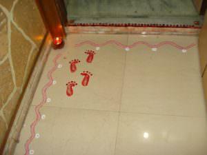 goddess_laxmi_footprints_on_entrance_of_house_dhanteras_diwali